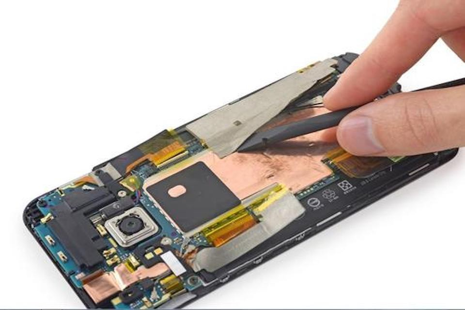 HTC M9 換電池現場等候技術良好