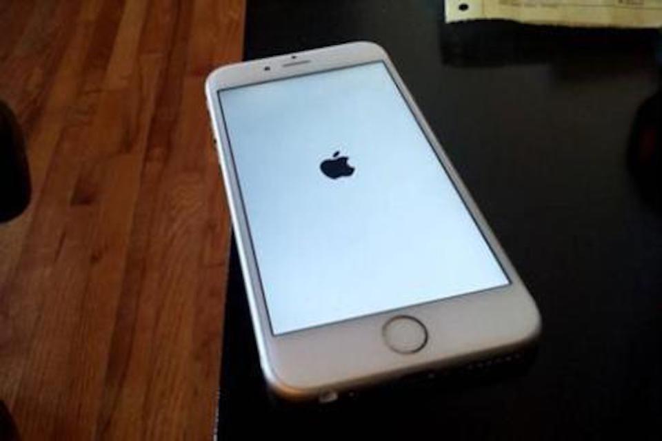 為什麼iPhone一直重開機?ptt網友常見問與答