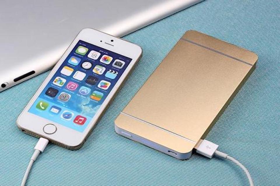 iPhone充電孔接觸不良塞住了?看看是不是iPhone充電孔清潔不當!